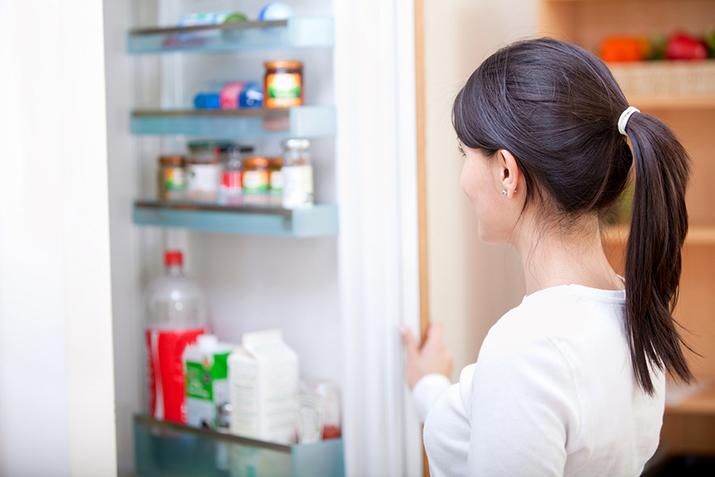Как избавиться от запаха в холодильнике раз и навсегда